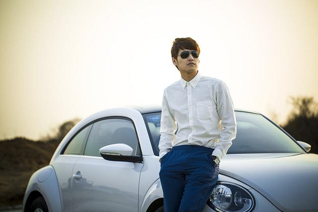 homme-voiture-classe