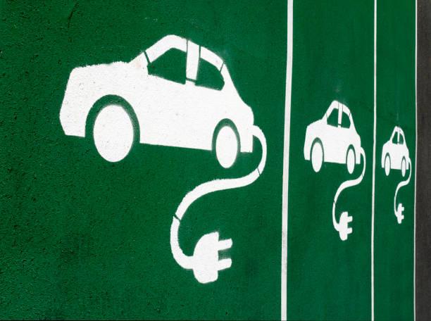 Marquage au sol sur places de parking pour voiture électrique